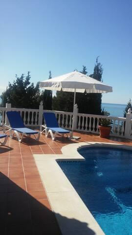 Stunning wiews house over the sea with a warm pool - Málaga - Casa
