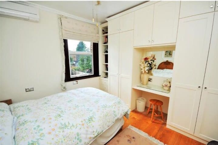 Double room near Northern Line with a Sauna - London - House