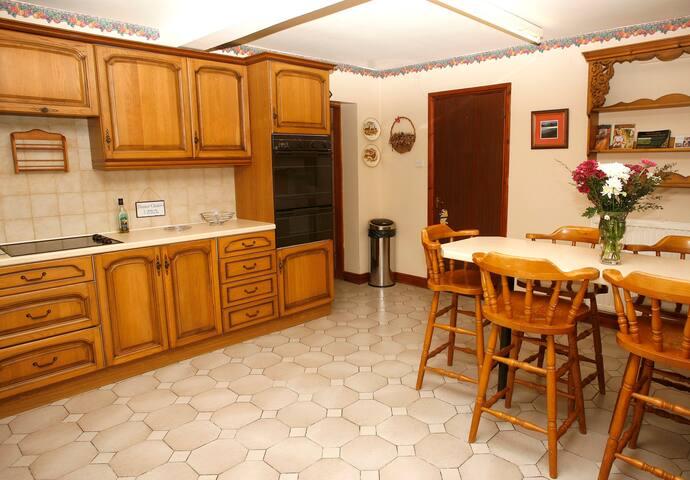 Lovely, warm and spacious cottage - Llanbedr-Dyffryn-Clwyd - 一軒家