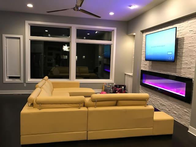 Modern Private Spacious Floor - Waukee - Huis