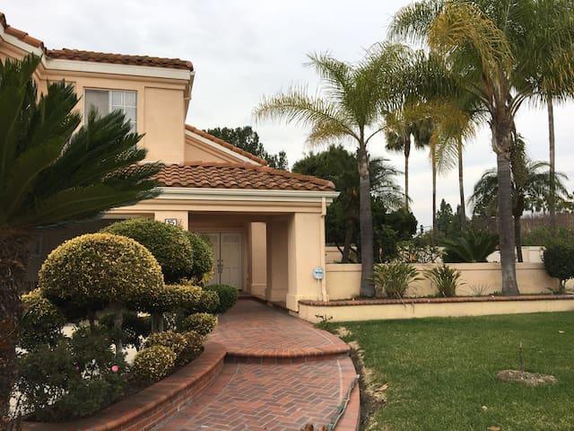 Irvine 4bdrm House near Disney - Irvine - Talo