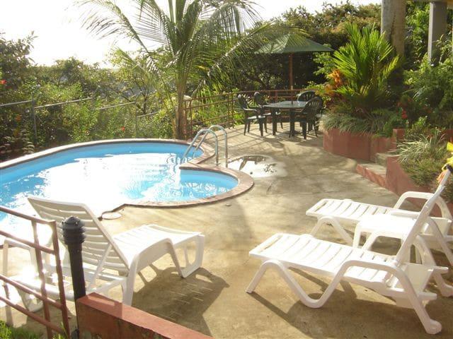 Private home and pool! Great views! - Manuel Antonio - Ev