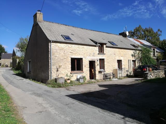 Spacious bedroom nearby Rochefort  en Terre - Pluherlin