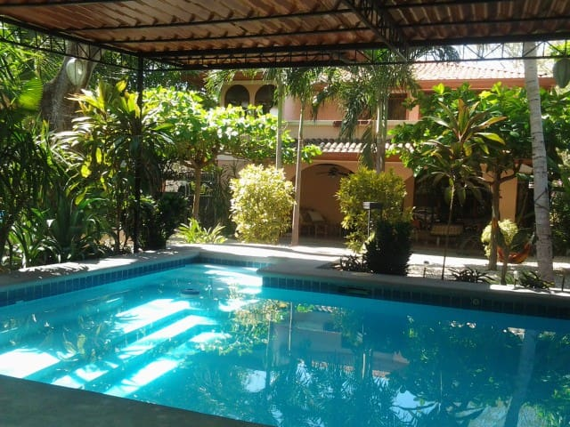 Tranquil Tropical Gardens with pool - Playa Hermosa - Hus