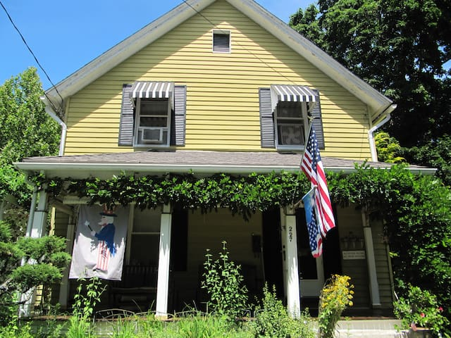 Va-Va-Va-Voom Victorian Rooms for You! - Windham - Hus