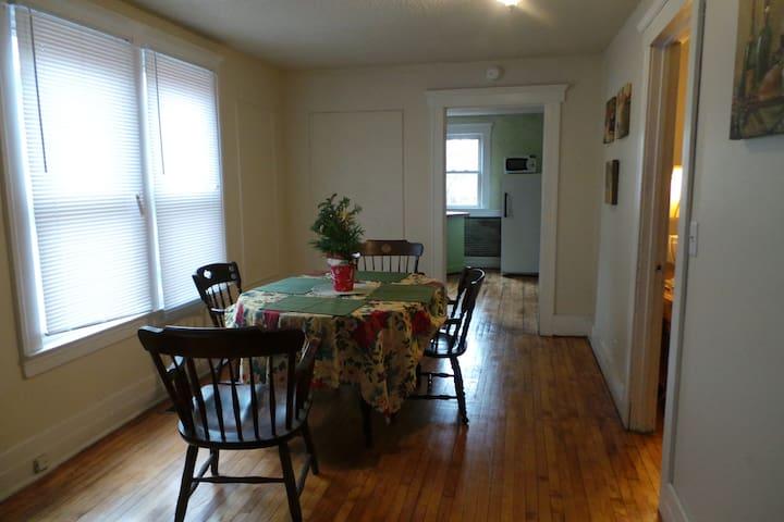 Roomy lower flat on East Side - Detroit - Leilighet