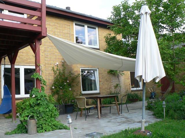 Privat apartment with access to big garden - Augustenborg - Leilighet