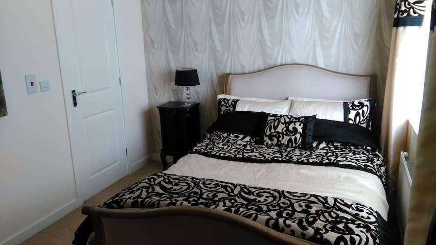 Classic double with en suite tea/coffee on welcome - Buckshaw Village - Rumah