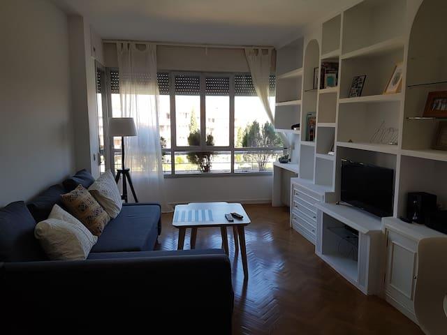 Private Room and Bathroom with 2 Beds - Pozuelo de Alarcón - Apartmen