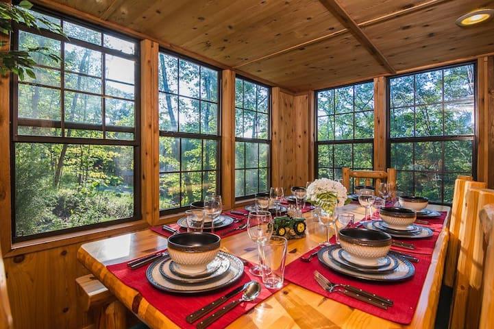 Cedar 2BR Cabin in Lake Ferndale - Springfield - Kulübe