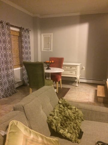 Studio with full kitchen& bath - Suffield - Huis
