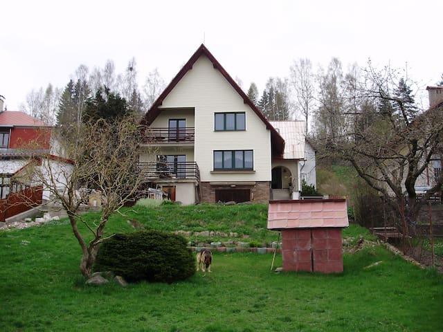 Soukromí bytu v rodinném domě - Nejdek