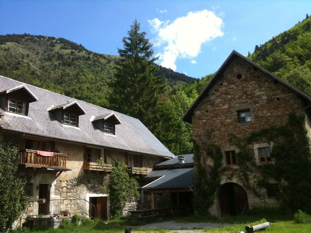 Rustic and family B&B in the french Alps - Les Côtes-de-Corps - Гестхаус