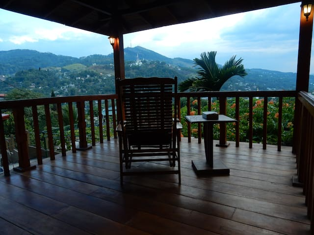 Great view, Bernard's House - Kandy - Apartment