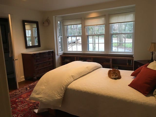 Cozy, private bed&bath in artistic Swarthmore home - Swarthmore - Hus