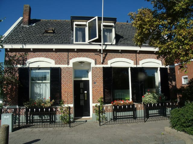 B&B At Bob's Upstairs, near the sea, in 'Zeeland'. - Wemeldinge
