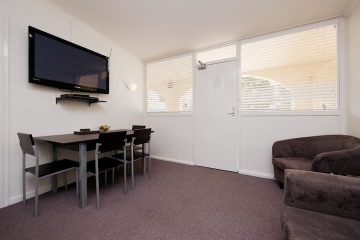Budget 2 bedroom/Free Parking/Free Wi-Fi Available - Griffith - Departamento