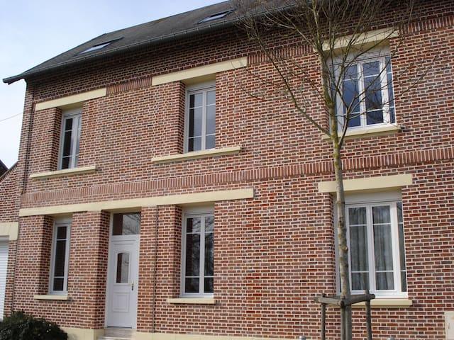 chambre dans maison familiale  - Villers-Bretonneux - Bed & Breakfast