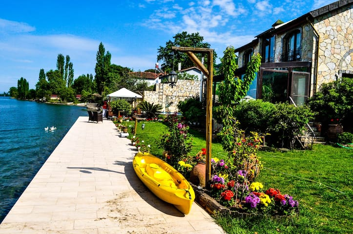 Villa at the shore of Lake Iznik - Gölyaka Köyü
