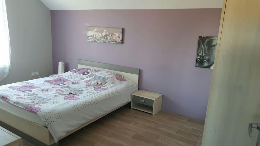 Chambre au calme TV + lit en 160 - Ormes - Haus