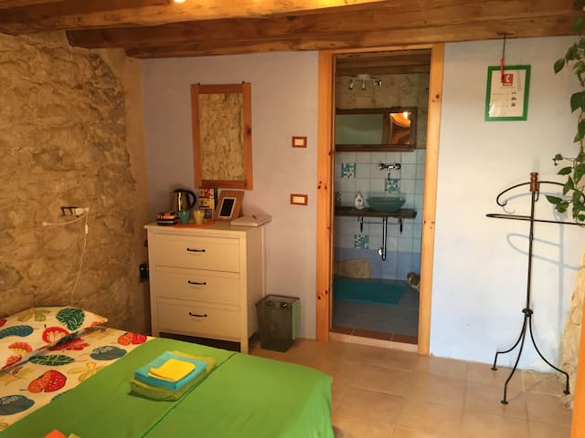 Room with separate entrance - Grancona - Huis