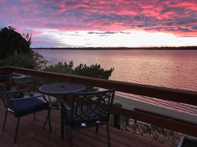 Relaxing Beachfront Home near Providence - East Providence - Talo