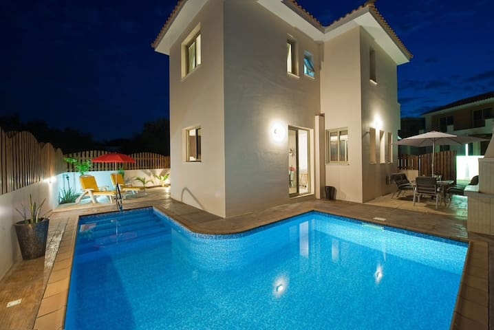 Beautiful detached villa with pool + wifi - Παραλίμνι