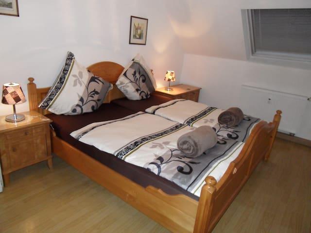 Wohnung mit mehreren Privatzimmern - Kleinkarlbach - Byt