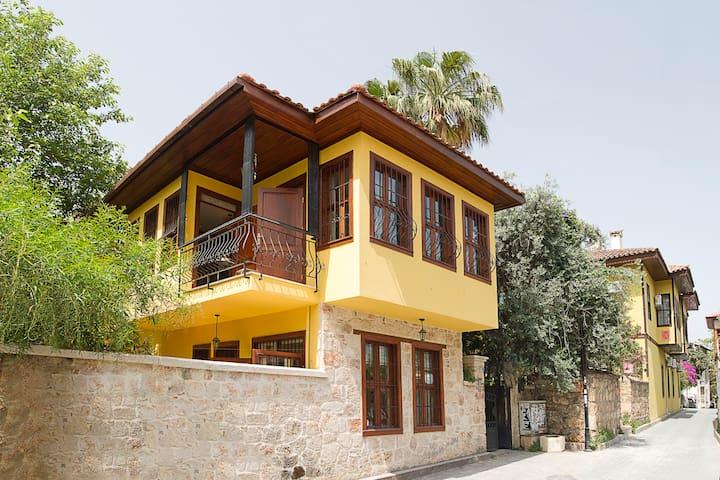 Kaleiçi Villa perfect for city trip - Muratpaşa - Rumah