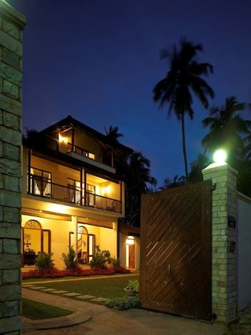 House facing the beautiful ocean - Dummaladeniya