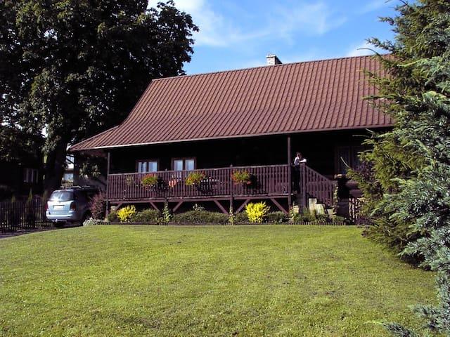 Zabytkowy dom górali wałaskich w Istebnej - Istebna - Casa