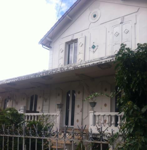 House near Paris in colonial style - Le Raincy - Hus
