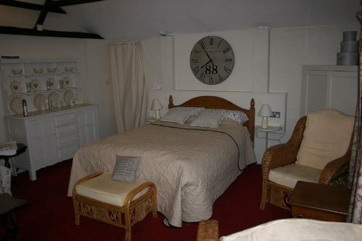 The Lodge at Red house Farm - Stratford Saint Andrew - Oda + Kahvaltı