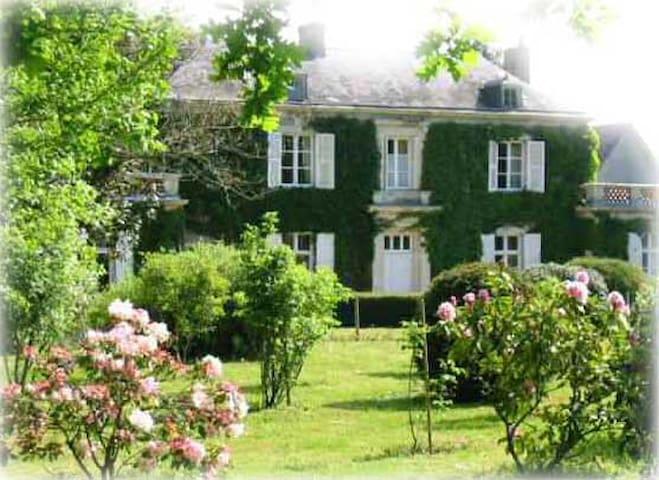 """Chambre d'hôtes """"Rose"""" en campagne proche Angers - Mûrs-Erigné - Gjestehus"""