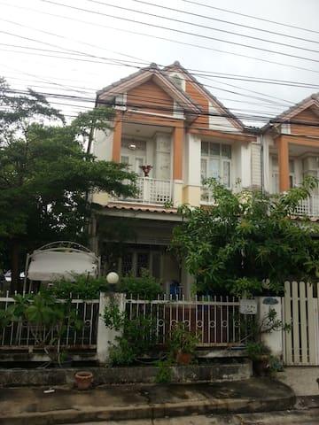 บ้านเช่า หมู่บ้านณัฐกานต์สายไหม 10,000 บาท/เดือน - Bangkok - Radhus