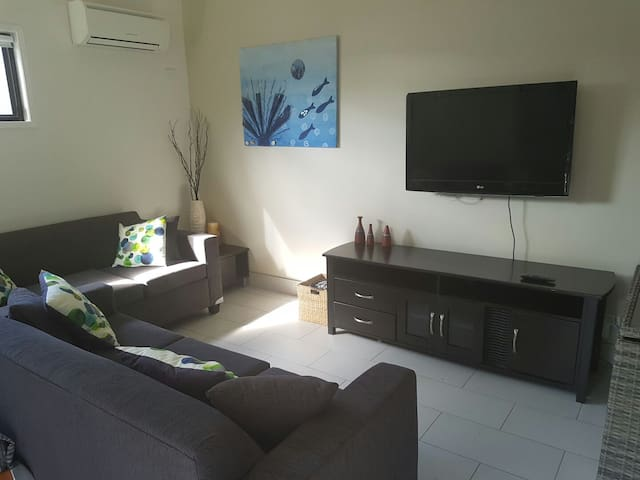 Independent living with aircon and everything. - Chermside - Casa de huéspedes
