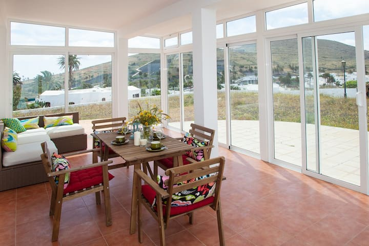 Spacious Villa with Pool and Views to the Valley - Haría