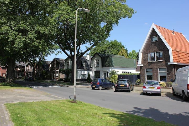 Luxe en gezellig huis vlakbij centrum Hengelo OV - Hengelo - Adosado