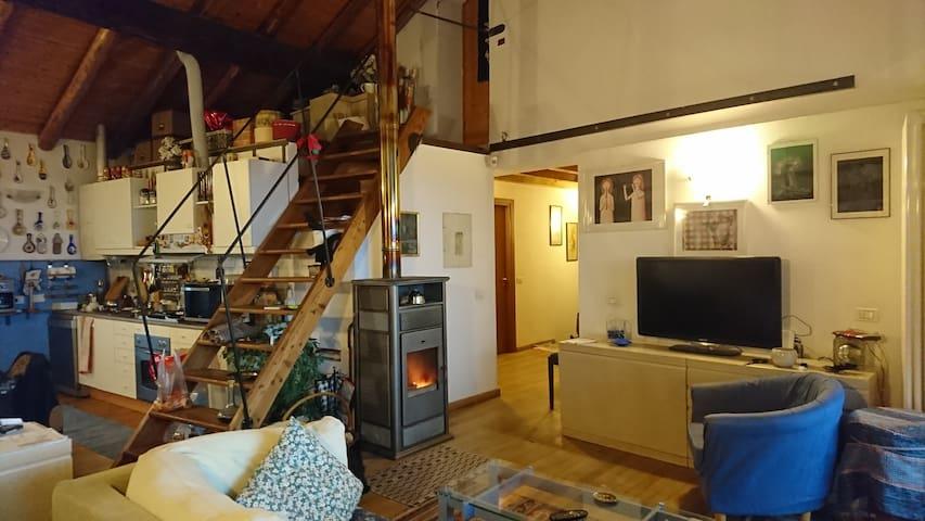 Ampio appartamento in corte vista lago - Erba - Appartement