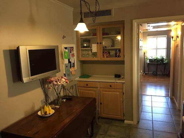 Highland Park Katy Trail One Bedroom/Bath Condo - Dallas - Appartement