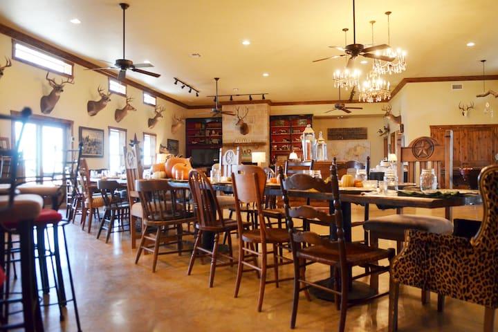 Rivers West Ranch: Texas Style Family Retreat - Eliasville - Ev
