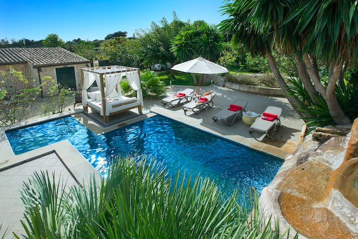 Sunbathe at Villa Miquela with Pool and Waterfall - Búger - Villa