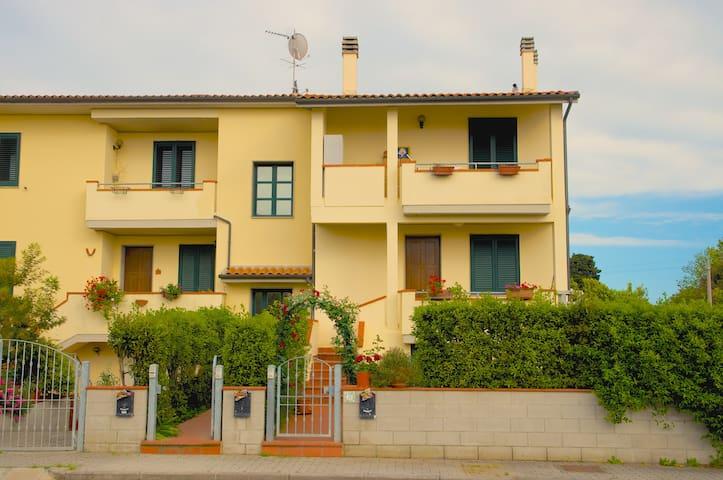 Fully furnished apt close to sea - La Cinquantina - Leilighet