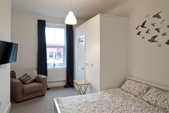 Spacious Ensuite Room Regent Sq. - Doncaster - Stadswoning