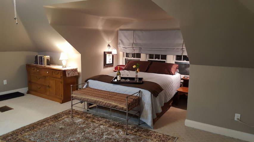 Our Spacious Westport Suite awaits you! - Kansas City