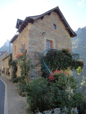 Gîte du Vautour - Saint-Pierre-des-Tripiers - Casa