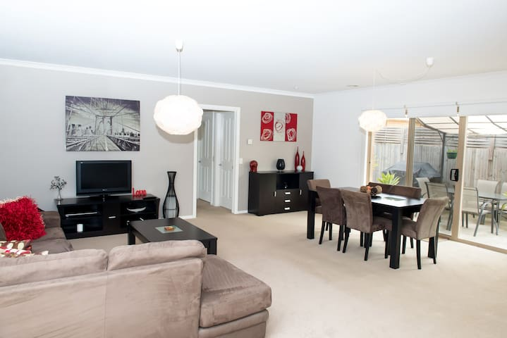 Comfy 2 Bedroom Unit -Great Ocean Rest in Belmont - Belmont - Leilighet