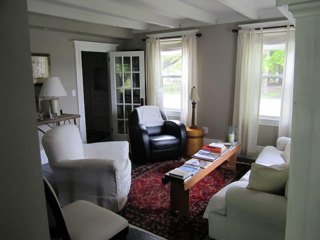 Charming Coastal Farmhouse - St. George - Huis