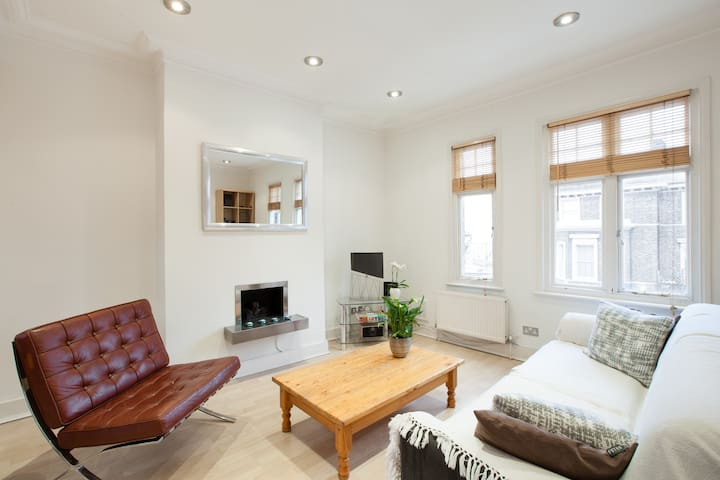 Double Room with Private Bathroom in Battersea - Londyn - Apartament