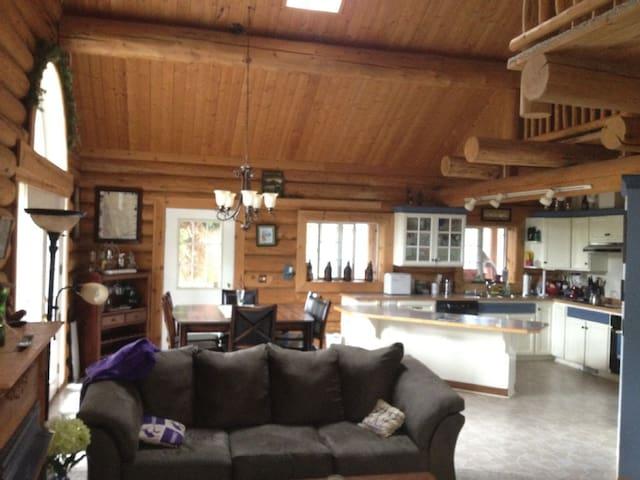 Beautiful Log House on Lake - Olympia - Ev